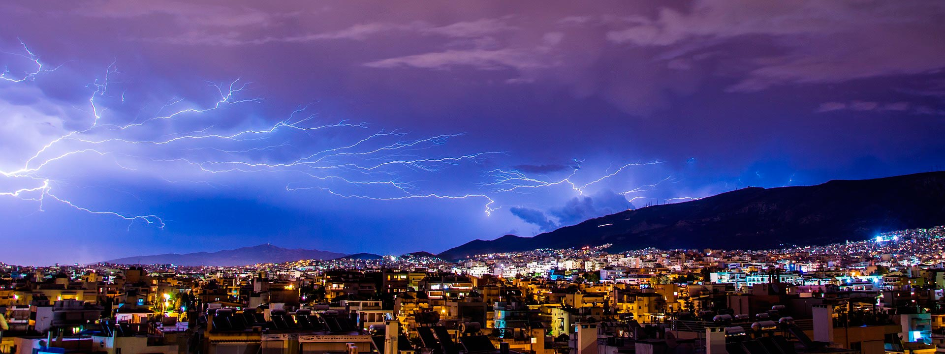 How does a lightning rod work?