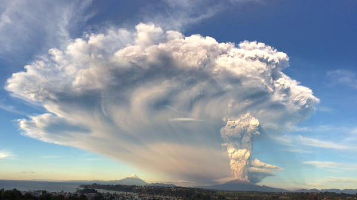 Rayos erupción volcánica